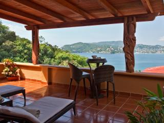 A Spacious yet Affordable Splurge Ocean Views Pool 3BR, Zihuatanejo