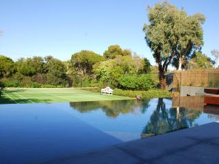 Pool, Tennis Court and close to the Beach
