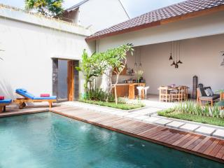 4 Bedrooms 2 pool villa in posh area Oberoi, Seminyak
