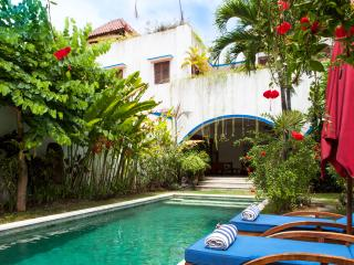 Beautiful Villa with Rooftop Sunset Views!, Seminyak