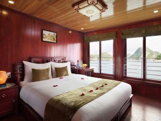 Ocean View Cabin on Royal Palace Cruise, Tuan Chau Island
