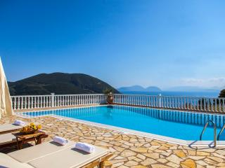 Luxury Villa with Swimming Pool and Sea View, Vasilikí
