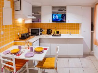myperpignan studio 2 Sleeps 4 owners on site, Perpignan