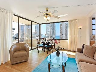 OCEAN VIEW with full kitchen, A/C, washer/dryer, WiFi, pool & parking!, Honolulu