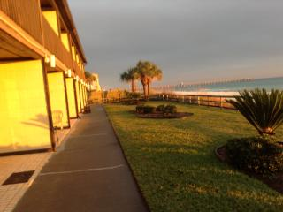 WALK out SLIDING DOOR to BEACH/REAL DEAL, Panama City Beach