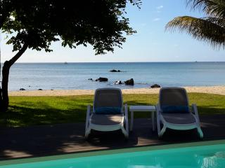 Magnificent View 1 bedroom Apartment on the beach, Trou aux Biches