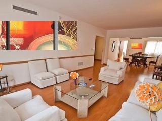 4 BEDROOM APT IN THE HEART OF RECOLETA-DOWNTOWN, Buenos Aires