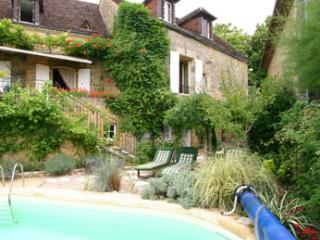 CHEZ MOGE - FABULOUS PROPERTY IN THE CENTRE OF DOMME WITH PRIVATE HEATED POOL