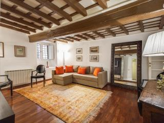 Elegance by the Pantheon 2 Bedroom Apartment, Rome