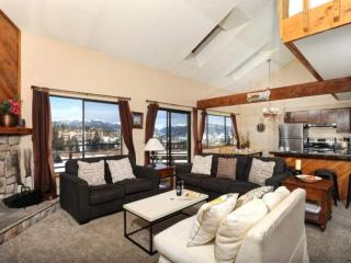 50% OFF ALL March Thru May Stays!- Updated Family Condo, Top-of-the-World Views, Wildernest