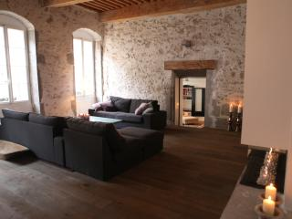 Annecy, large, luxurious apartment old town