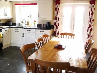River Cottage, Kelso, 3 Beds,1.5 baths 2-8 persons