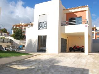 Luxury 4 bedroom villa 5 minutes from the strip., Olhos de Água