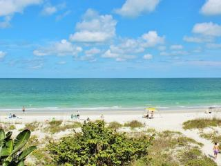 Updated Gorgeous Gulf Front Condo with big Balcony, Indian Rocks Beach