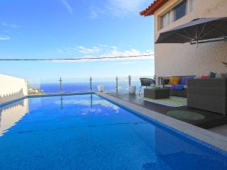 Glory Ocean Villa, Calheta
