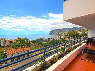 Classic 3 Bedroom Apartment, Funchal