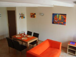 Two Bedroom Apartment - sleeps 4, Villeneuve-lès-Béziers