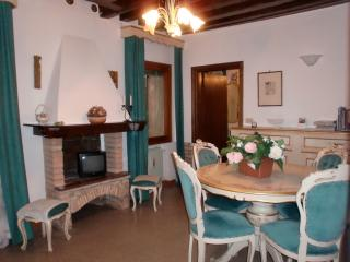 San Marco 1 - Venetian style flat in city centre, Venice