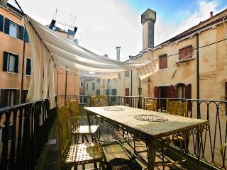 Ai Mori - central elegant apartment with terrace, Venice