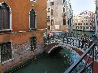 Centrally located apartment with Canal View
