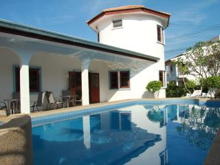 6 Bedroom detached villa located in quiet Avalon Khao Noi Village, Hua Hin