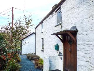 CHURCH COTTAGE, character, beams, inglenook fireplace with woodburning stove,WiFi in Machynlleth Ref 917746, Dinas Mawddwy