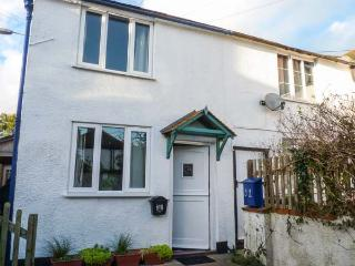 FARTHING COTTAGE, end-terrace, woodburner, enclosed garden, in Honiton, Ref 919645