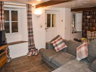 KIRRIN COTTAGE, WiFi, great walking available, open fire, Hawkshead, Ref 927498
