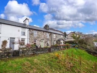 Y DDRAIG DEG, double-fronted cottage, multi-fuel stove, WiFi, off road parking, countryside views, in Tanygrisiau, Ref 927762