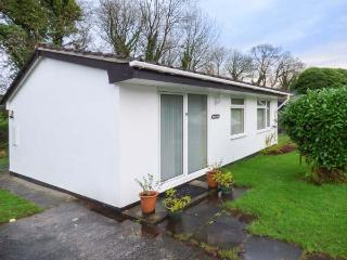 WESTVIEW, pet-friendly bungalow in lovely grounds, close to Liskeard Ref 929304