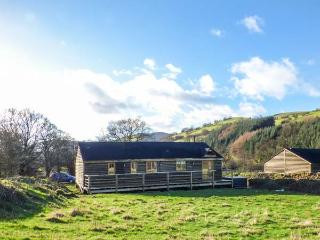 CABAN GWDIHW, detached, single-storey, woodburner, hot tub, walks from the door, in Llanbrynmair, Ref 931452