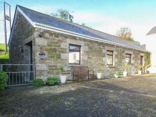 STABLE COTTAGE, close to beaches, off road parking, single-storey accommodation,