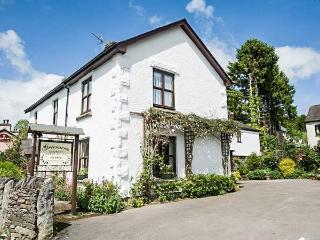 GREENACRES COTTAGE, character, en-suites, WiFi, woodburning stove, pet-friendly, Grange-over-Sands, Ref 932072