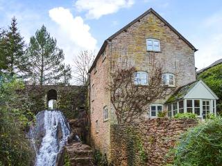 MILL COTTAGE, WiFi, former watermill, luxurious accommodation, Tenbury Wells, Ref 932218