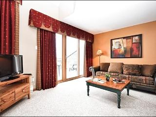 Beautiful View of Lake Tremblant - Accommodates Large Groups Comfortably (6042), Mont Tremblant