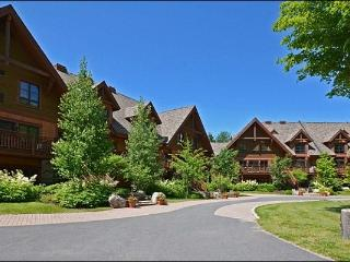Lovely Views of Forest and Mountain - Heated Floors in the Bathroom and Kitchen (6047), Mont Tremblant
