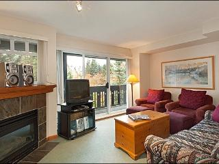 Just a Short Walk to the Lifts - Gas Fireplace (4052), Whistler