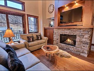 Recently Built and Professionally Decorated - Heated Floors in the Kitchen and Bathrooms (6057), Mont Tremblant