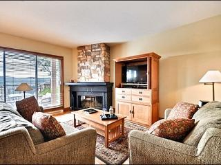 Private Terrace - Just a Short Walk to the Village Shops and Restraunts (6065), Mont Tremblant