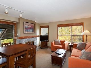 Year Round On-Site Outdoor Pool & Hot Tub - Walking Distance to Blackcomb Base (4073), Whistler