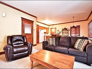 Beautiful Views of the Forest and Mountain - Walking Distance from Village (6089), Mont Tremblant