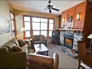 2BR Facing Village, Free Shuttle, 4 Season Hot Tub and Sauna / 215551