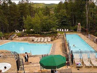 1BR Facing Village, Free Shuttle, 4 Season Hot Tub and Sauna / 215556