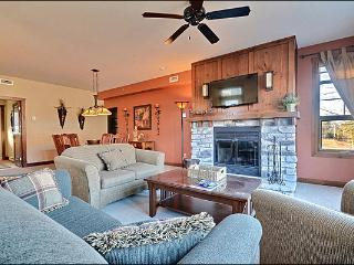 2BR Facing Village, Free Shuttle, 4 Season Hot Tub and Sauna / 215553