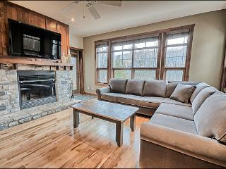 Common Area All Year Hot Tub - Perfect for a Romantic Get Away or Family Retreat (6169), Mont Tremblant