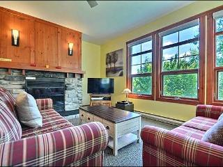 1BR Facing Village, Free Shuttle, 4 Season Hot Tub and Sauna / 215556