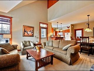 3BR Facing Village, Free Shuttle, 4 Season Hot Tub and Sauna / 215560