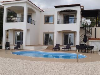 Sunlit Villa Peyia Cyprus