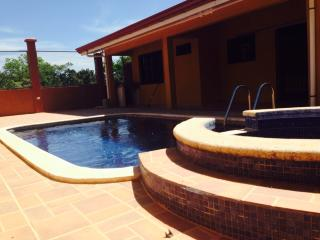 Beautiful Private Villa w/ Pool & Jacuzzi, Huacas