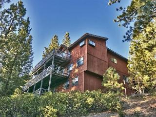 Impressive 6BR South Lake Tahoe House w/Wifi, Private Hot Tub, Sauna, Game Room, Large Decks & Expansive Views - Close to Skiing, Boating, Shopping, Dining & Much More!